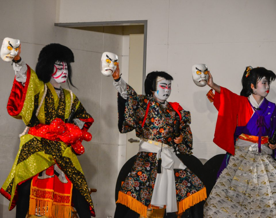関金子供歌舞伎 「里見八犬士 堀村館勢揃いの場」